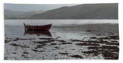 Boat And Seaweed In Isle Of Skye, Uk Beach Sheet