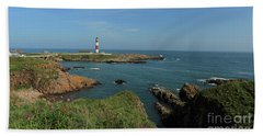 Buchan Ness Lighthouse And The North Sea Beach Towel