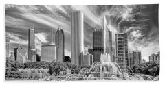 Buckingham Fountain Skyscrapers Black And White Beach Towel by Christopher Arndt