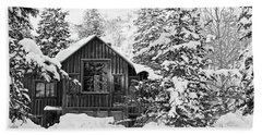 Cabin In The Snow - Bw Beach Towel