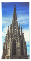 Beach Towel featuring the photograph Catedral De Barcelona by Colleen Kammerer