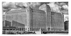 Beach Towel featuring the photograph Chicago Merchandise Mart Black And White by Christopher Arndt