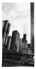 Chicago River And Willis Tower Beach Towel