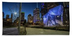 Chicago Skyline Form Maggie Daley Park At  Dusk Beach Towel