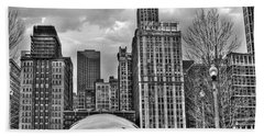 Chicago Skyline In Black And White Beach Sheet