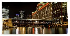 Chicago's Merchandise Mart At Night Beach Towel