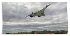 Beach Towel featuring the photograph Concorde - High Speed Pass_2 by Paul Gulliver
