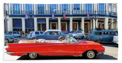 Convertible With Long Tailfins Beach Sheet