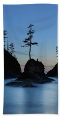 Deadman's Cove At Cape Disappointment At Twilight Beach Towel