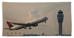 Delta Airlines Boeing 767 432 Er Hartsfield Jackson Atlanta International Airport Art Beach Towel