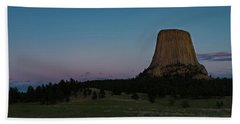 Beach Towel featuring the photograph Devil's Tower At Dusk by Gary Lengyel