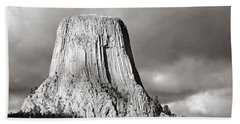 Devil's Tower Black And White Beach Sheet