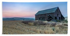 Dusk Setting On A Palouse Barn Beach Sheet