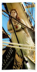 Beach Towel featuring the photograph Figurehead - Falls Of Clyde by D Davila