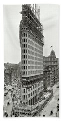 Flatiron Building Construction 1902 Beach Sheet by Daniel Hagerman