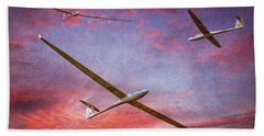 Gliders Over The Devil's Dyke At Sunset Beach Towel