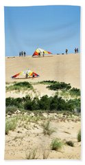 Hang Gliders At Jockey's Ridge State Park Beach Towel