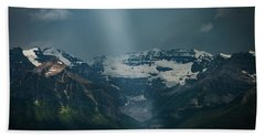 Beach Towel featuring the photograph Heavenly Lake Louise by William Lee