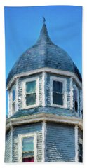 Home In Winthrop By The Sea Beach Towel