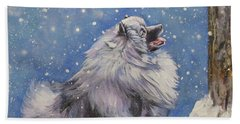 Keeshond In Wnter Beach Towel