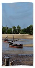 Lamu Island - Wooden Fishing Dhows At Low Tide With Pier - Colour Beach Towel