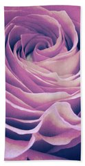 Le Petale De Rose Pourpre Beach Towel