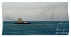Lighthouse Of Long Island Sound Execution Rocks Beach Towel