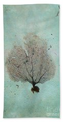 Lone Sea Fan Beach Towel