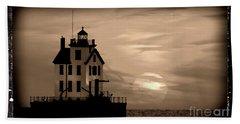 Lorain Lighthouse - Lake Erie - Lorain Ohio Beach Towel