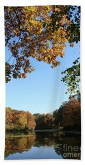Matthiessen Lake In Autumn Beach Sheet