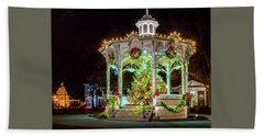 Medina, Ohio Christmas On The Square. Beach Towel