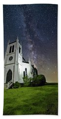 Beach Towel featuring the photograph Milky Way Over Church by Lori Coleman