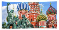 Beach Towel featuring the photograph Monument To Minin And Pozharsky by Delphimages Photo Creations