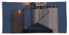 Moonrise At Laird -01 Beach Towel