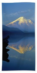 1m4907-v-mt. St. Helens Reflect V  Beach Sheet