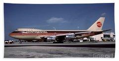 N17011, Continental Airlines, Boeing 747-143 Beach Towel