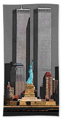 New York 911 Memory - Twin Towers And Statue Of Liberty Beach Towel