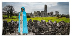 Official Greeter At Ireland's Quin Abbey National Monument Beach Sheet