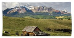 Old Barn And Wilson Peak Horizontal Beach Towel