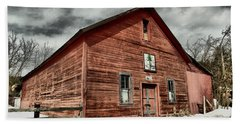 Beach Towel featuring the photograph Old Barn In Roslyn Wa by Jeff Swan