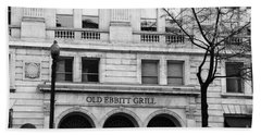 Old Ebbitt Grill Facade Black And White Beach Sheet