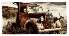 Old Ford Truck In Desert Beach Sheet