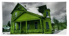 Beach Towel featuring the photograph Old House In Roslyn Washington by Jeff Swan
