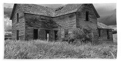 Old Montana Farmhouse Beach Towel