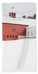 Old Traditional New England Farm In Winter Beach Sheet by Edward Fielding