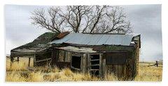 Old Wyoming Farmhouse Beach Sheet
