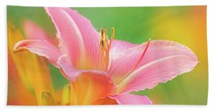 Oporto Daylily With Hoverfly Beach Towel