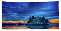 Beach Towel featuring the photograph Pacific Sunset by John Poon