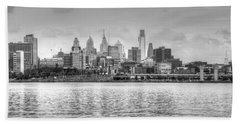 Philadelphia Skyline In Black And White Beach Sheet