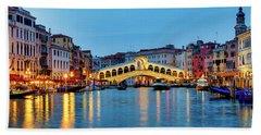 Beach Towel featuring the photograph Ponte Di Rialto by Fabrizio Troiani
